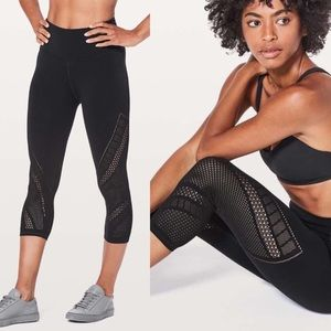 LULULEMON Reveal Crop Interconnect Black Size 2